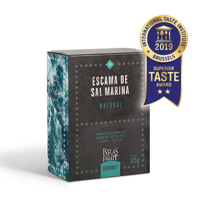 Caja de escama de sal marina natural 125 g vista tres cuartos Superior Taste Awards