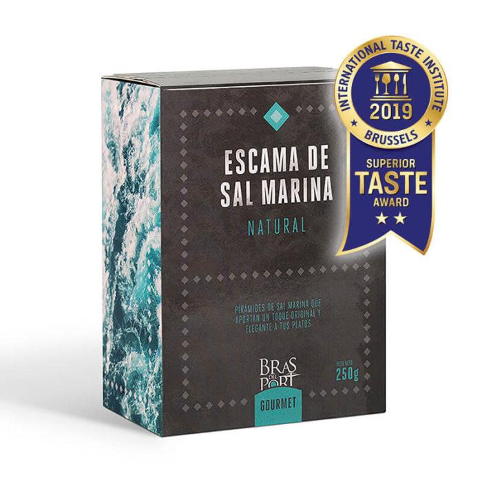 Caja de escama de sal marina natural 250 g vista tres cuartos Superior Taste Awards