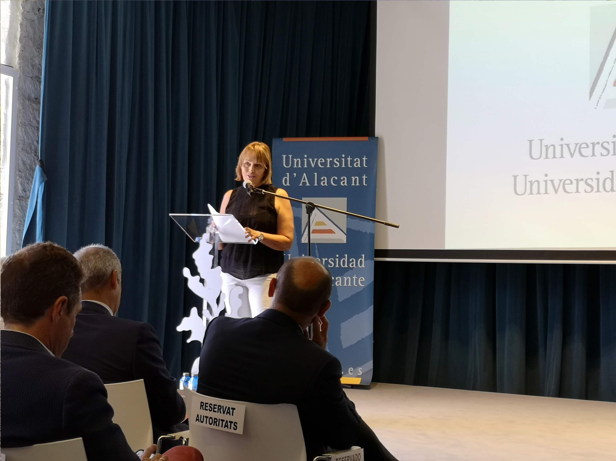 María José San Román durante la presentación del grado de Gastronomía de la UA